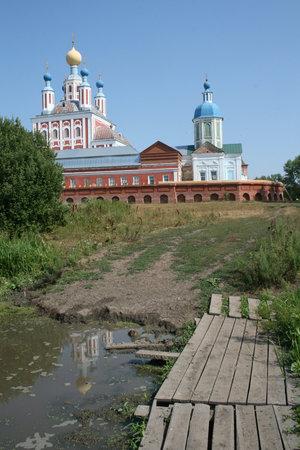 Вид на монастырь со стороны луга.