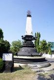 Памятник у вокзала