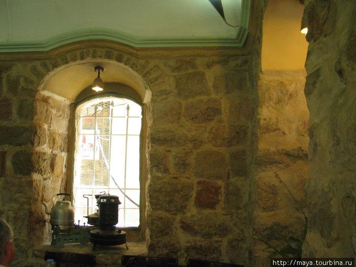 Ресторанчик в старом доме со стенами толщиной пол-метра