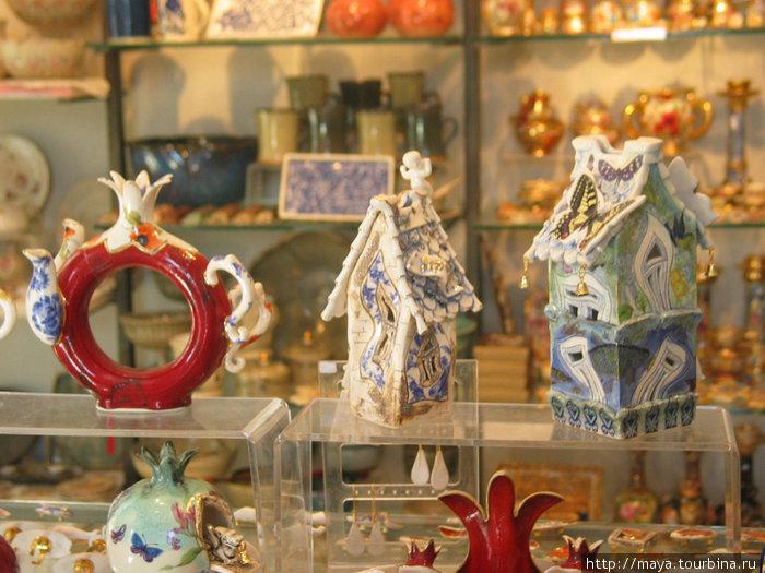 За окном оказался магазин авторских работ из керамики