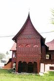 Дом с островерхой крышей