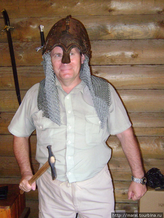 – Эх, тяжела ты, шапка…, – водрузил я на голову металлический шлем с бармицей. Для большего соответствия образу защитника Усть-Шексны вооружился топориком – чеканом