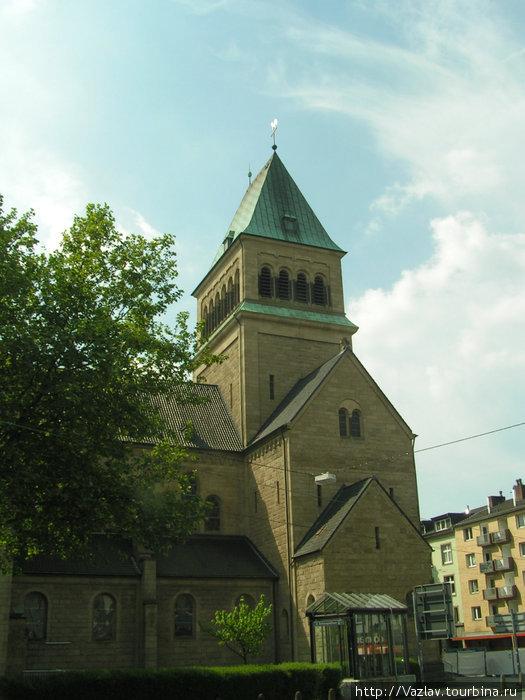 Единственная башня церкви