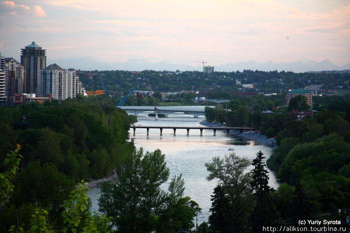 Мосты через Bow river. Напоминает Будапешт.