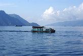 Паром на озере Тоба