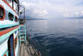 Вид на озеро Тоба с парома