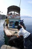 Паром в поселке Тук-тук на острове Самосир