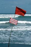 Красный флаг — плавать опасно