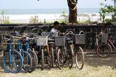 Стоянка велосипедов у пляжа