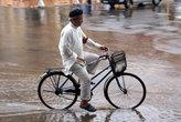 Под дождем на велосипеде
