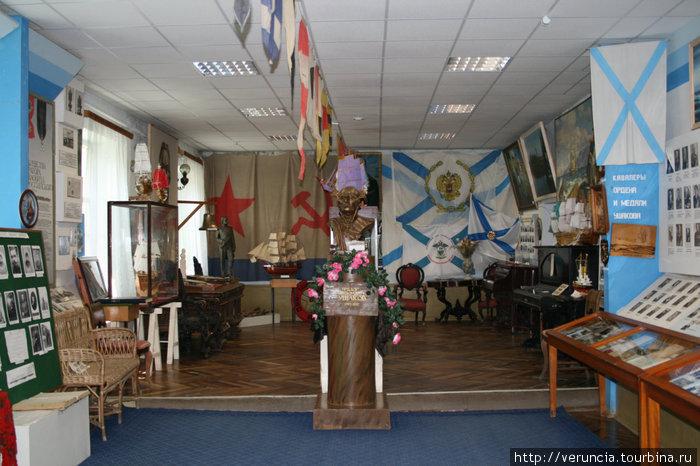 Самый патриотичный зал Ушакова.