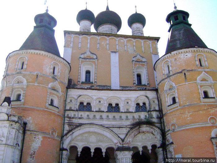 Свой духовный подвиг преподобный Иринарх совершил в Борисоглебском монастыре на Устье, монахом которого он был в течение 38 лет, из них 30 — затворником, увешанным веригами и оковами