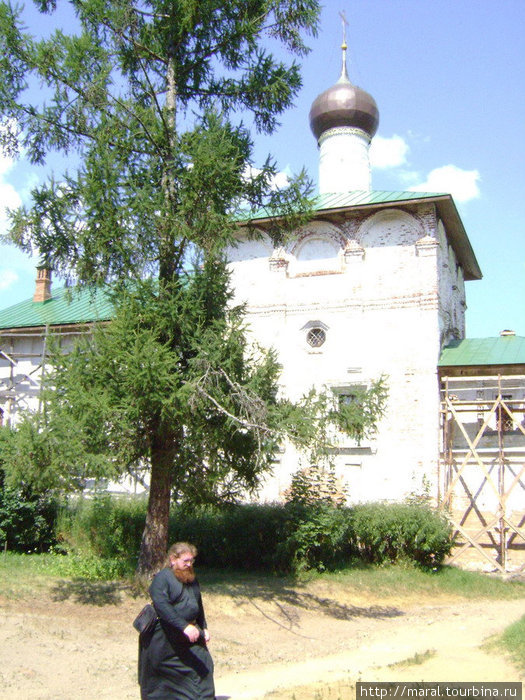 Вместе с ярославским Спасо-Преображенским собором (1516 г.) Борисоглебский собор и Благовещенская церковь стали первыми каменными постройками духовного назначения на ярославской земле