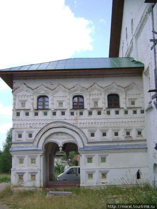 Работая над крыльцом трапезной палаты, ростовские умельцы сполна проявили своё мастерство