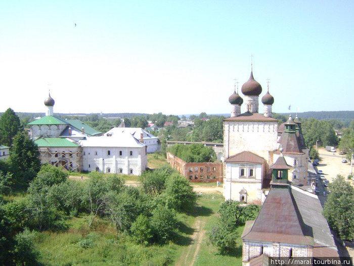 Дозорные с Максимовской башни хорошо видели, что происходит в монастыре в мирные будни и в тревожные дни