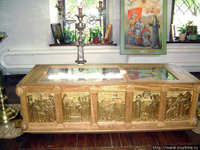 Мощи преподобного Иринарха (1548 – 1616 гг.) находятся под спудом в Ильинском приделе собора Бориса и Глеба. На этом месте устроена новая дубовая резная рака и положена вышитая золотом пелена