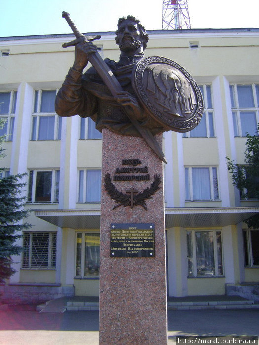 ...и получивший от него благословение полководец — освободитель Москвы в Смутное время