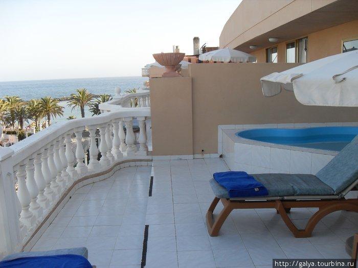 балкон с бассейном