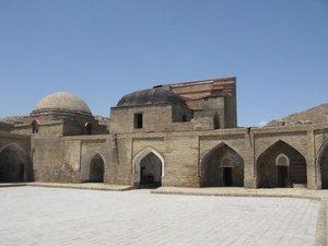 Гиссар входит в семёрку главных чудес Таджикистана, но старинные развалины и крепость у него не впечатляют. Из старинных сооружений вот, собственно, и всё !