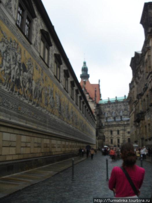 Дрезден. Если мне не изменяет память, то на стене изображены все короли  династии Веттинов.