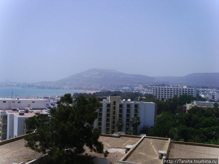 Вид из номера отеля ANEZI на гору и океан