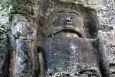 Вырезанный в скале Будда
