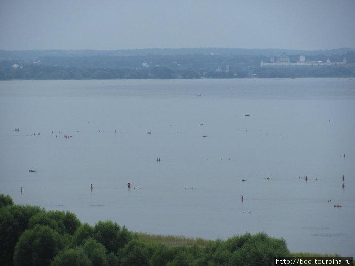 палочки и точки на водной глади — это люди в поисках глубины. вот так :)