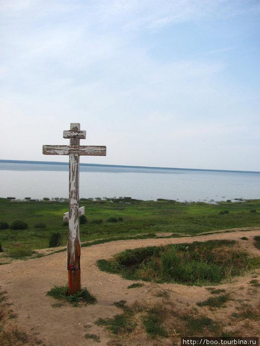 возле дрених укрепительных валов было место языческого жертвоприношения, а теперь тут стоит крест :) чем-то навеяло парк Гуэль в Барселоне (кто был, топ поймёт)