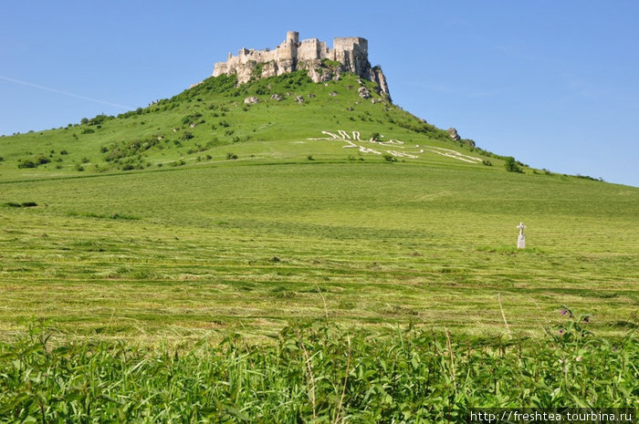Спишский Град — самый большой замок Словакии, ведет историю с XII века. Теперь это центр  исторической области Спиш и памятник из списка ЮНЕСКО под # 620. Рядом — заповедная Левоча.
