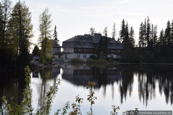 Для отеля Solisko место выбрали изысканное — над озером Штрбске плесо.