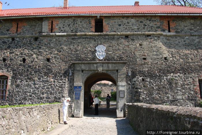 Вход в замок через каменный мост