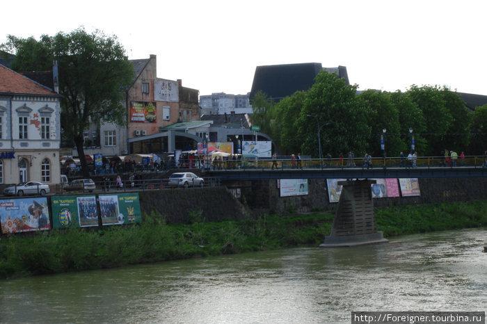Пешеходный мост через реку Уж