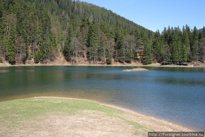 Озеро меняет свои очертания каждый год