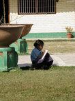 Ученица во дворе школы