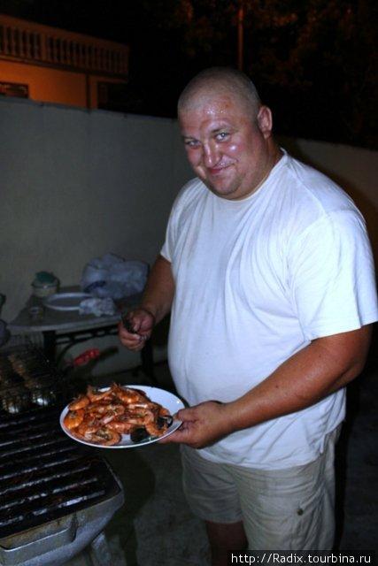 Саша готовит на гриле