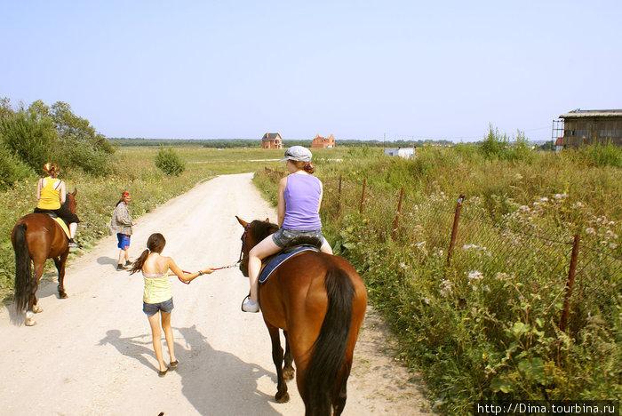 Вначале было немного страшно — сидишь высоко, а под тобой живая лошадь. Но уже метров через сто осваиваешься...
