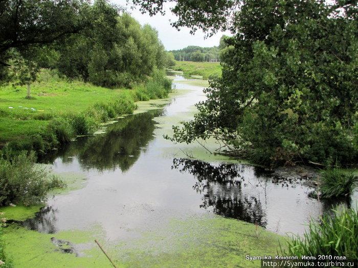 Конотоп расположен на р. Езуч. Длина реки составляет 54 км. Русло извивается в корытообразной долине шириной 7 километров. В 12 км от Конотопа Езуч впадает в Сейм.
