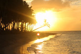 На пляже можно понаблюдать за красивыми закатами или рассветами, смотря с какой вы находитесь стороны