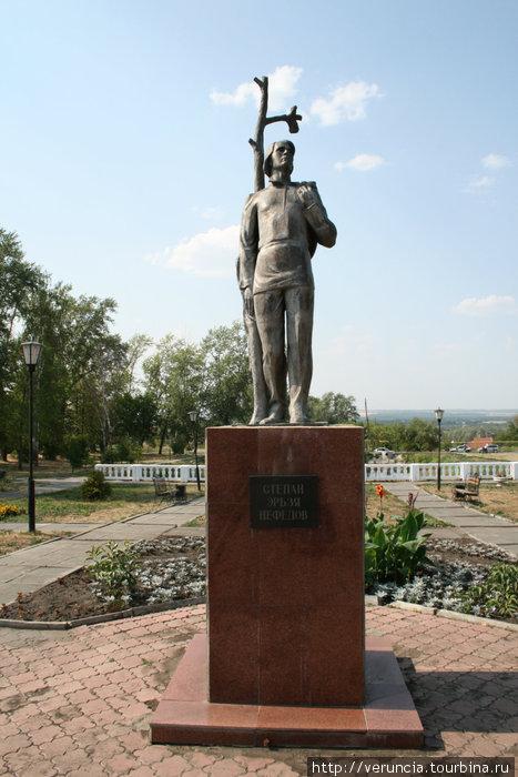 Памятник Эрьзе.