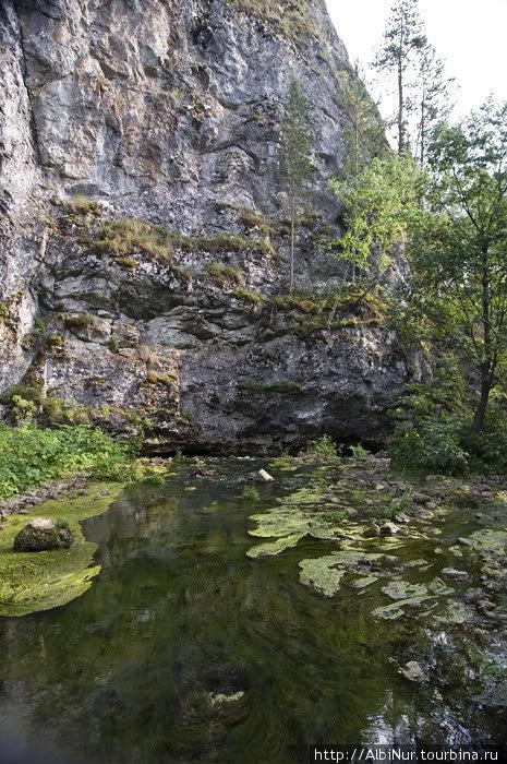 горы очень старые настолько, что в стенах аммониты, которым может быть и 30 млн лет...