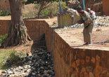 Люди верят, что дух умершего переселяется в сома. Поэтому сомов в Бобо-Диуласо не едят и всячески подкармливают. Правда, это не мешает местным жителям превращать место их обитания в свалку :о(