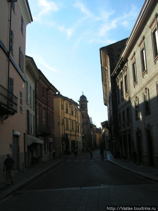 Улочка Пьяченца, Италия