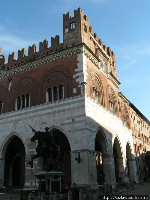 Военная тематика Пьяченца, Италия