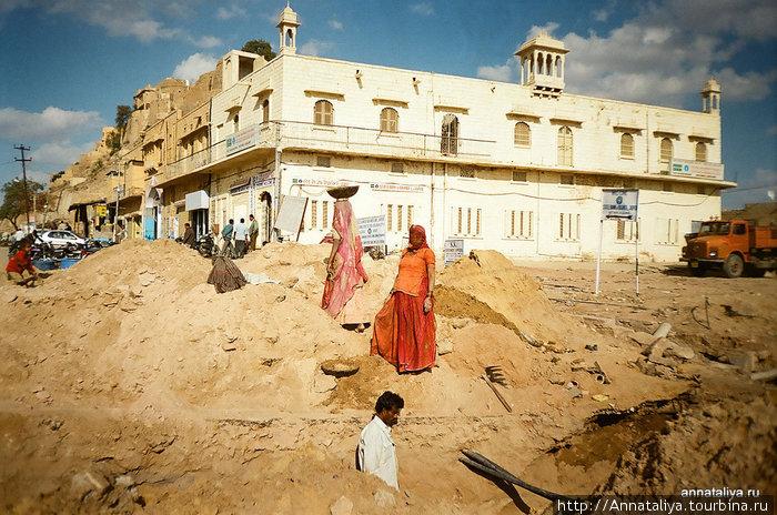 Женщины Джайсалмера на земляных работах