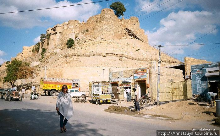 Анна на фоне Старого города