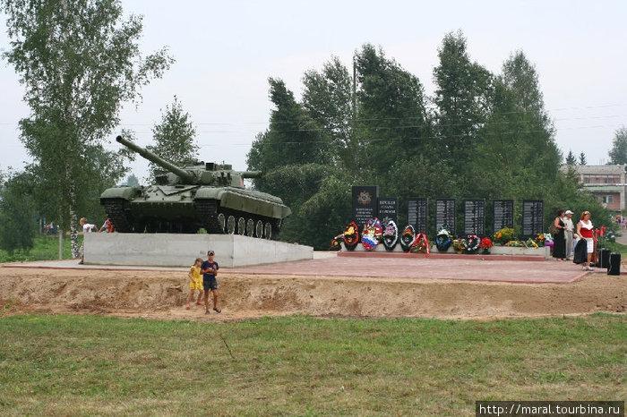 Мемориальный комплекс в селе Сретенье — уникальный в своем роде воинский мемориал, аналогичного которому нет ни в одном сельском населенном пункте Ярославии.