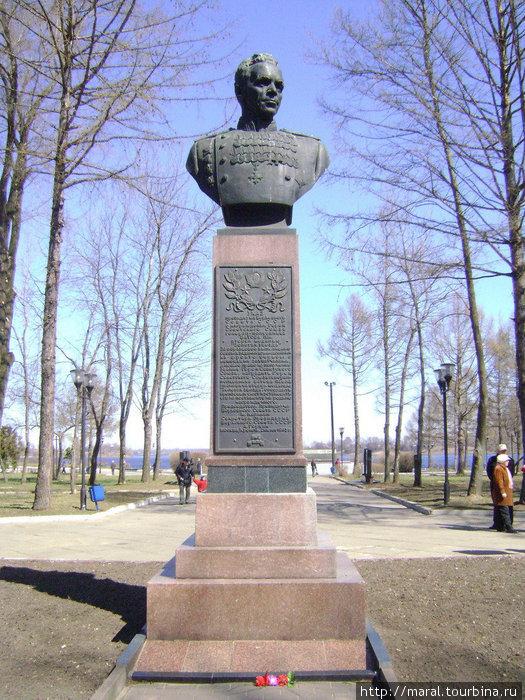 В Рыбинске на Аллее Славы установлен памятник выдающемуся полководцу — земляку рыбинцев Павлу Ивановичу Батову