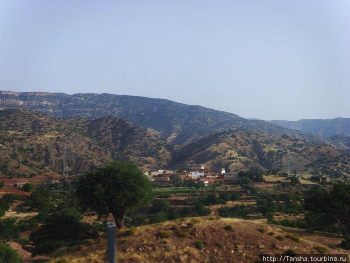 Атласские горы по дороге из г. Агаддир в г. Марракеш