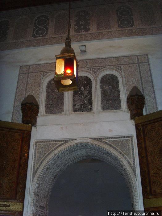 г. Марракеш. Во Дворце Бахия, 19 век. Внутри одного из залов