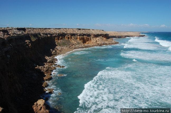 С другой стороны от Стрики Бэй земля обрывается в океан обрывами
